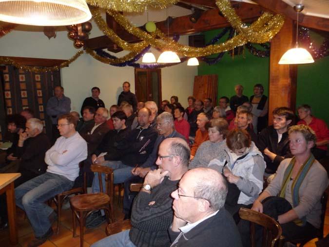 Un public très attentif réuni dans la salle du camping du Lustou