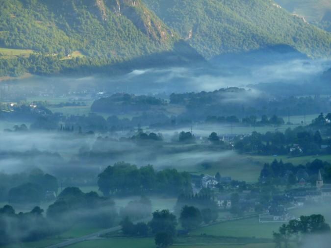 Brume basse en vallée d'Aure - Pyrénées