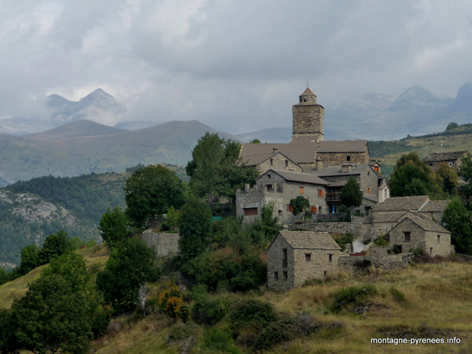 Village de Bestu dans le Haut-Aragon, porte d'entre vers le Monte Perdido
