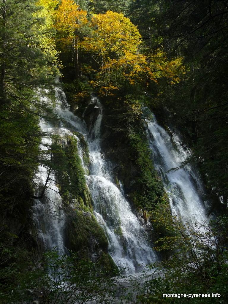 Cascade en vallée de Rioumajou - vallée d'Aure - Pyrénées