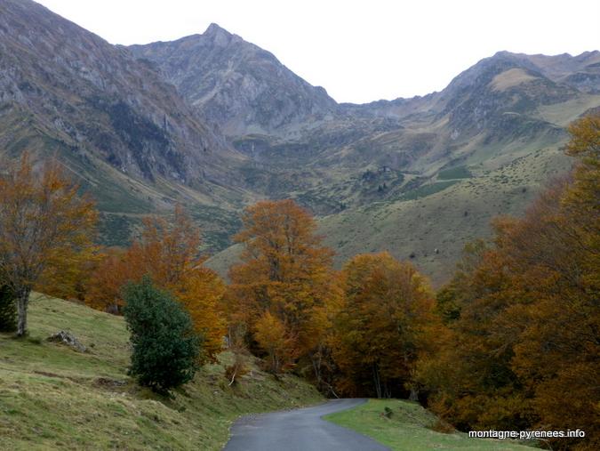 Le pic de Monfaucon vue depuis la route de la hourquette d'Ancizan, en automne