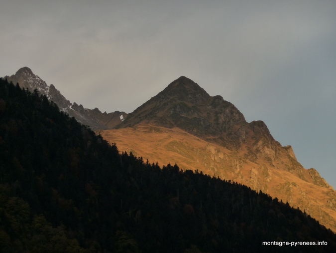 Pic de l'Arbizon en vallée d'Aure (Pyrénées) en la matinée du 8 novembre 2012