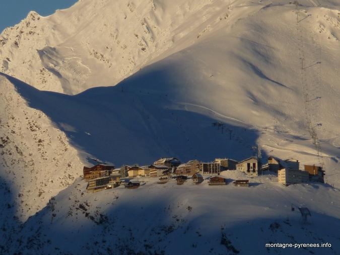 Pla d'Adet depuis les hauts d'Azet vallée d'Aure Pyrénées