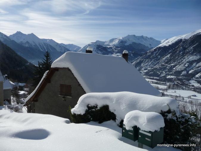 Camparan et la vallée d'Aure sous la neige