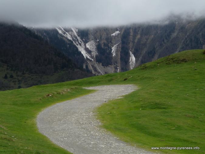 chemin sur les crêtes d'Azet à cheval en Aure et Louron