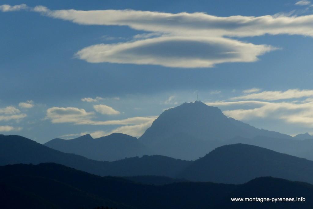 pic du midi de Bigorre pris des Baronnies dans les Pyrénées