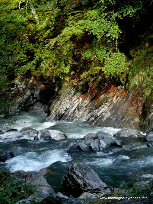 automne en vallée de Rioumajou vallée d'Aure Pyrénées