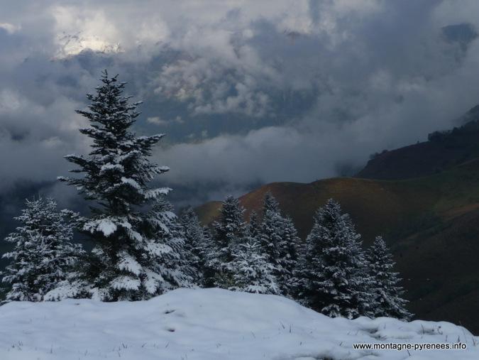 neige sur Azet en vallée d'Aure Pyrénées