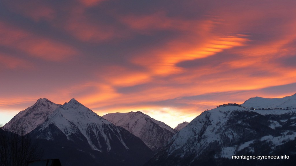 coucher de soleil sur la vallée d'Aure Pyrénées