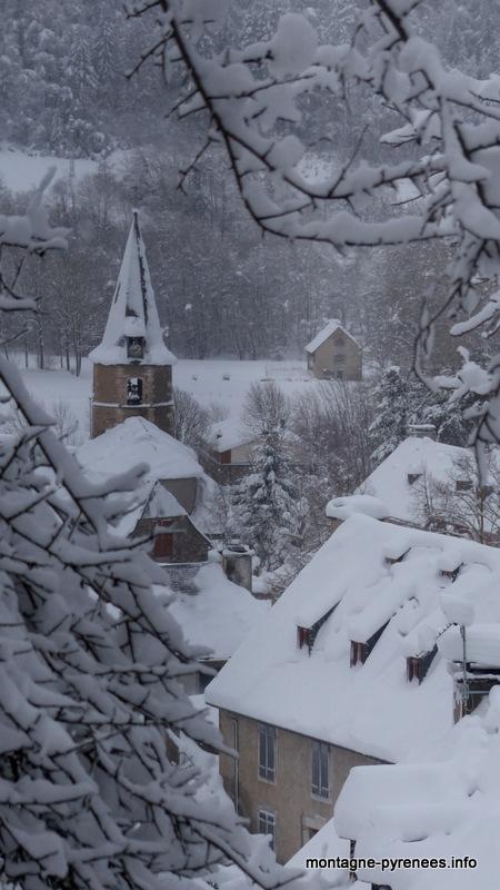 église et village de Guchan vallée d'Aure Pyrénées