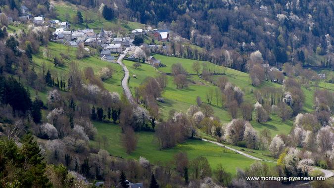 villages de la vallée d'Aure au printemps Pyrénées