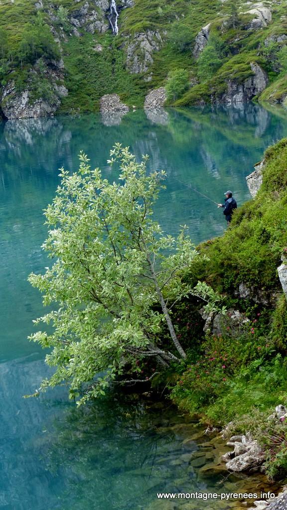 pêcheur au lac des Gloriettes - Estaubé Pyrénées
