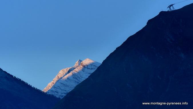 neige sur le pic de garlitz en vallée d'Aure dans les Pyrénées