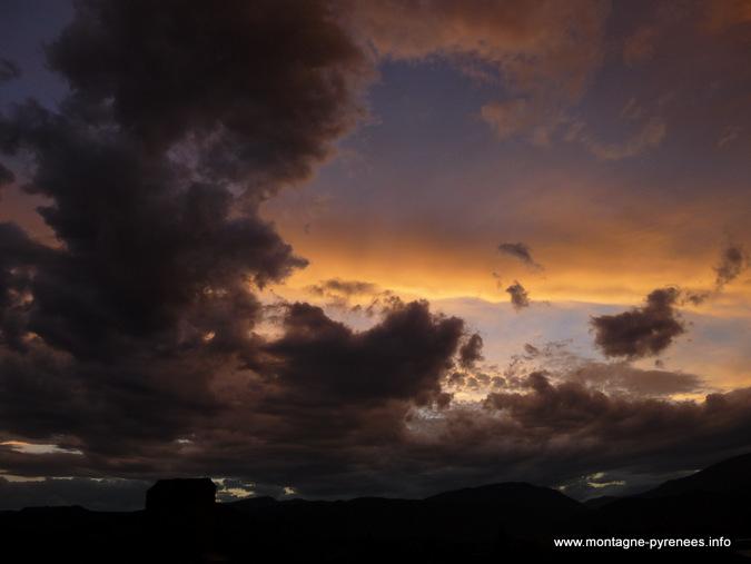 orage sur Ainsa Sobrarbe Aragon