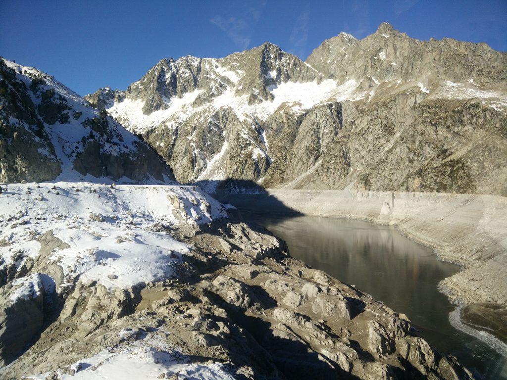 barrage de cap de long vide dans les Pyrénées
