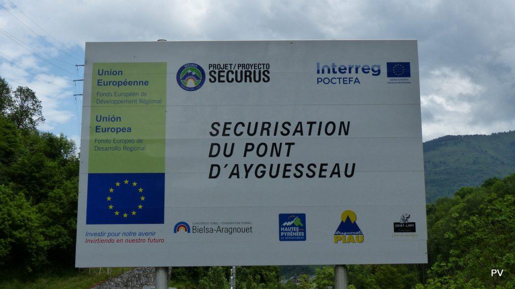 Panneau d'information visible à la sortie sud de Saint-Lary
