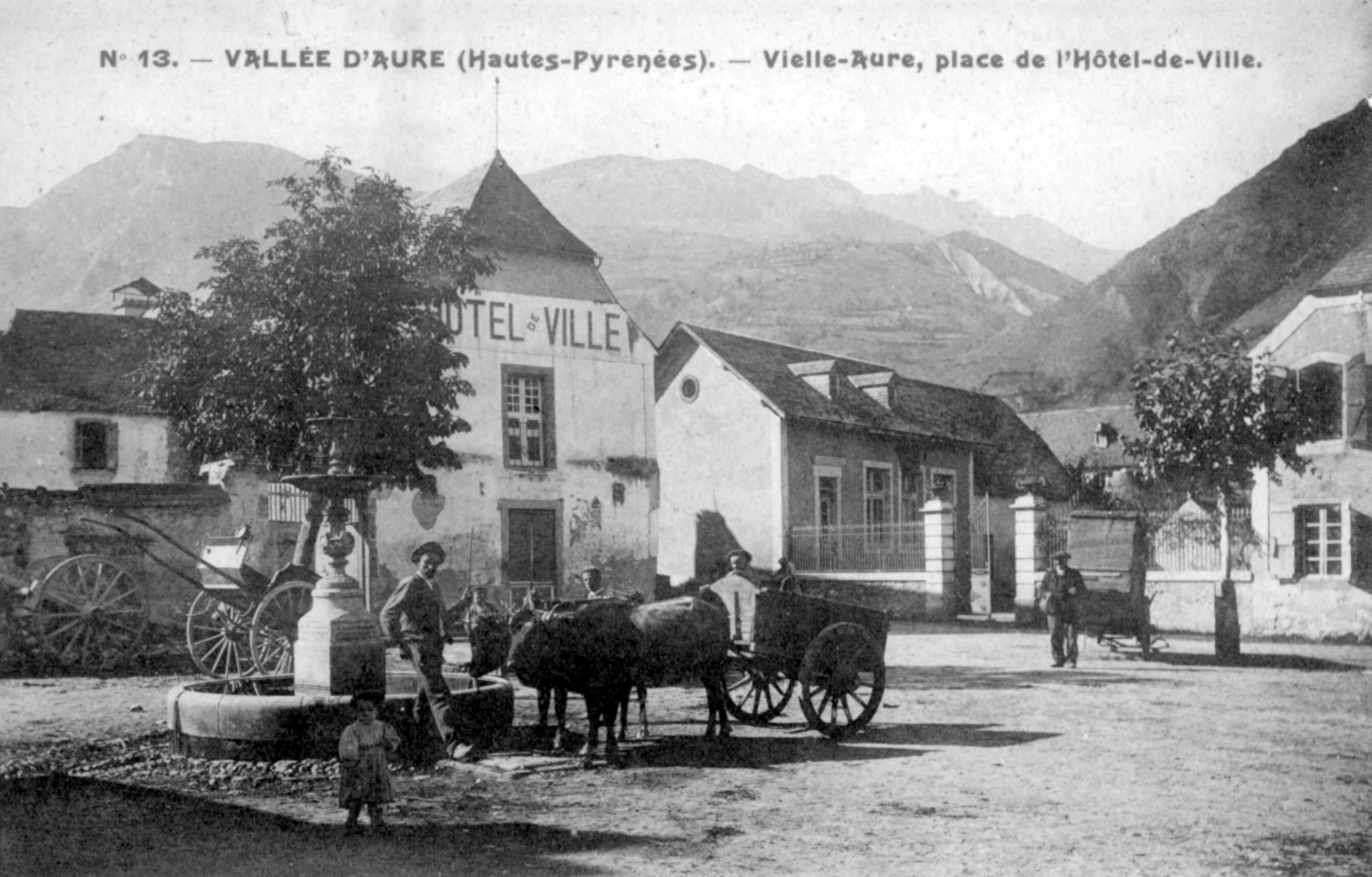 Sur la place de Vielle-Aure